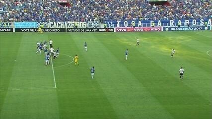 Balbuena marca de cabeça, mas arbitragem erra e anula o gol, aos 3' do 2º tempo