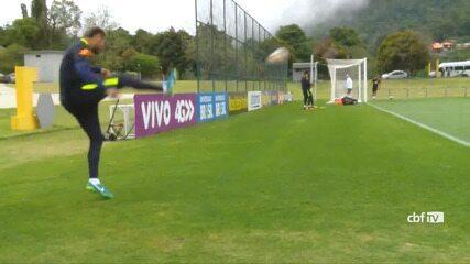 Neymar e Willian fazem gols improváveis no treino da Seleção Brasileira