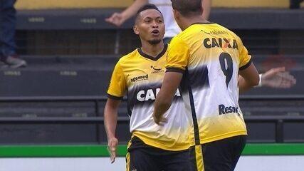 Gol do Criciúma! Dirceu perde bola na defesa e Alex Maranhão aproveita aos 45 do 1º tempo