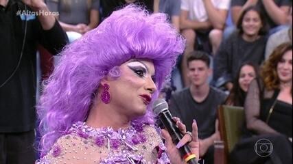 Marco Luque apresenta a drag queen Escobar