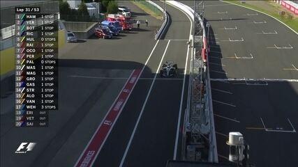 Jogo de equipe! Após segurar Vestappen, Valtteri Bottas é chamado para os boxes