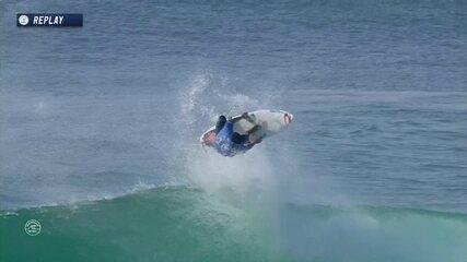 Abusou! Gabriel Medina faz lindo aéreo durante semifinal em Hossengor no Mundial de surfe