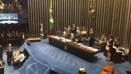 Eunicio Oliveira anuncia resultado da votação sobre afastamento de Aécio Neves