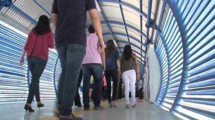 Nova estação do VLT faz primeira viagem com passageiros em Jaraguá