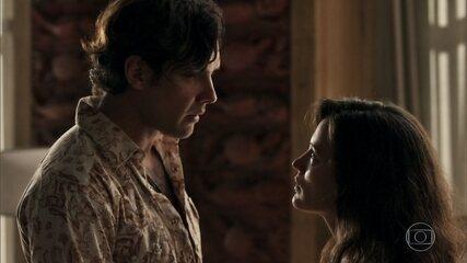 Clara repreende Gael por causa de ciúme excessivo