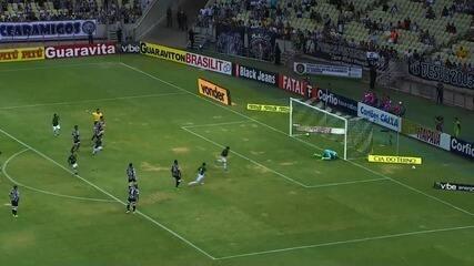 Gool do Guarani! Bruno Nazário cobra pênalti e marca o tento de empate