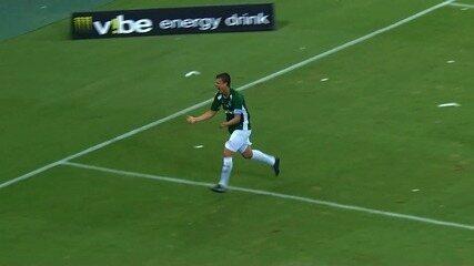 Goool do Guarani! Diego Jussani testa para marcar o segundo do Bugre no Castelão
