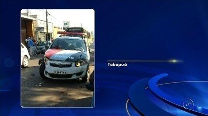 Motorista foge de blitz e bate em duas viaturas em Tabapuã