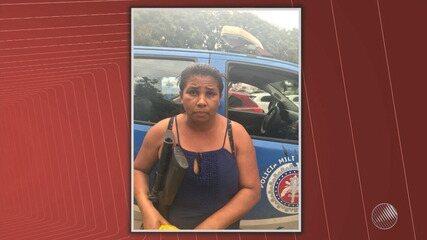 Mulher é flagrada com fuzil em mercadinho e o marido, preso, liga para subornar a polícia