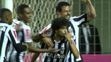 Gol do Atlético-MG! Marcos Rocha bate lateral na área e Luan empata, aos 4 do 2º tempo