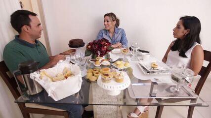 Fernanda Pinheiro visita a casa do repórter Rafael Carvalho