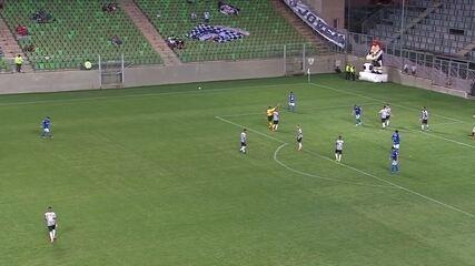 33 minutos: Dentro da área, Thonny Anderson fura e perde chance de gol
