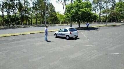Estudante usa sensores para controlar carro fora do volante