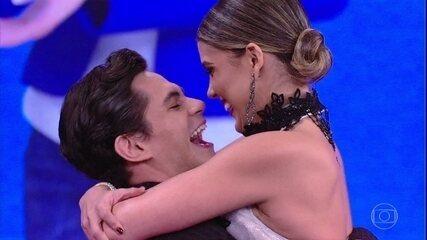 Lucas Veloso pede Nathália Melo em namoro
