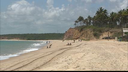 Conheça a praia de Jacarapé e entenda o motivo dela ser um paraíso ainda desconhecido