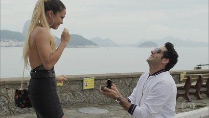 Agnaldo faz surpresa romântica para Sandra Helena