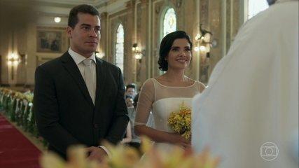 Antônia e Júlio se casam