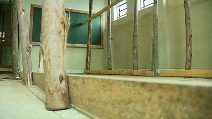 Alunos são impedidos de estudar por risco em estrutura de escola em Rolândia