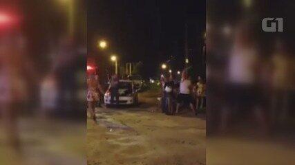 Vídeo registra agressão em bombeira em porta de casa noturna em Guarujá, SP
