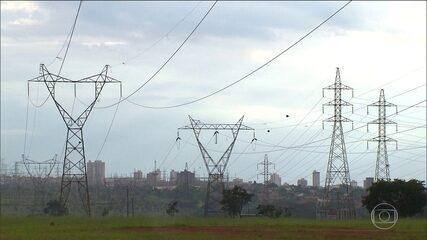 Temer assina projeto que privatiza a Eletrobras