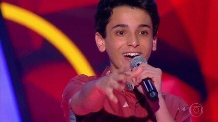 Guilherme Porto canta 'Romântico Anônimo' nas audições às cegas