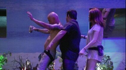 Jorge e Ana Clara fazem dancinha com Ayrton