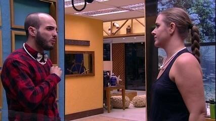 Mahmoud confessa para Patrícia: 'Não quero ter problemas com ela, mas magoou'
