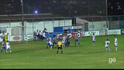 Marcos Aurélio  marca dois gols de falta contra a Desportiva Guarabira