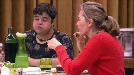 Jorge fala sobre tio: 'Ele tem sido um pouco agressivo'