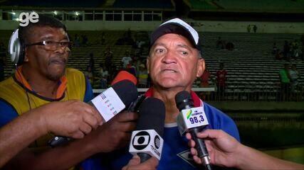"""ASSISTA: alegre, Aníbal Lemos dá entrevista """"em códigos"""" após vitória"""