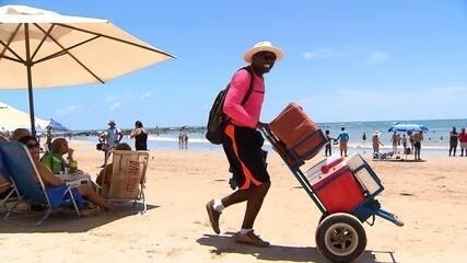 Ângelo Flávio conhece vendedores ambulantes que usam e abusam da criatividade