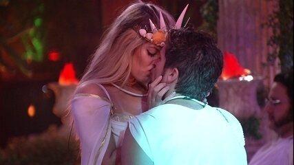 Jaqueline e Breno se beijam novamente na Festa Deuses Gregos