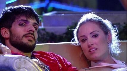 Jéssica e Lucas comentam situação de Breno com Jaqueline e Ana Clara