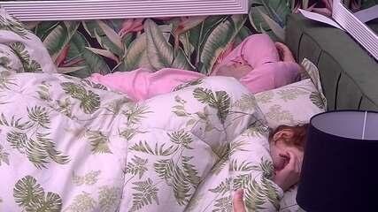 Brothers acordam no Quarto Tropical após o Toque de Despertar