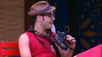 Mahmoud brinca no Castigo do Monstro: 'Tem até binóculos pra ver os boys'
