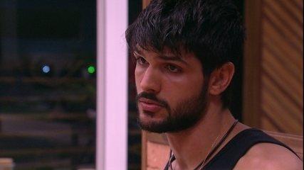 Lucas se diz indeciso sobre indicar Gleici ao Paredão: 'É uma menina muito boa'