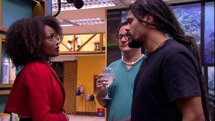 Viegas relata a Diego e Nayara alerta que deu a Mahmoud