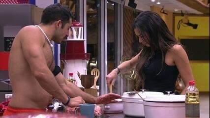 Kaysar e Paula cozinham timo para brothers