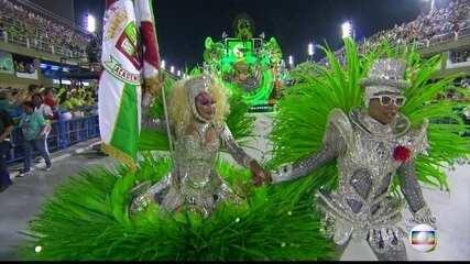 Porta-bandeira da Grande Rio vem vestida de Elke Maravilha