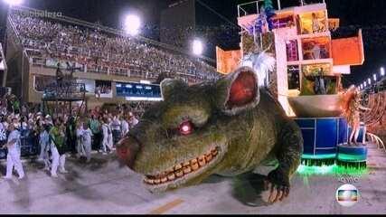 Prédio da Petrobras se transforma em favela no desfile da Beija-Flor