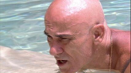 Ayrton canta hinos do Flamengo, Vasco, Botafogo e Fluminense