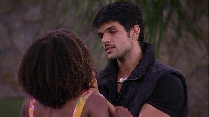 Lucas abraça Nayara: 'Desculpa se duvidei'