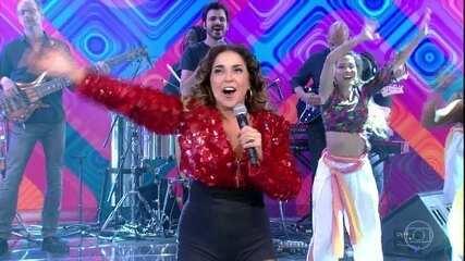 Daniela Mercury canta a musica 'Swing da Cor'