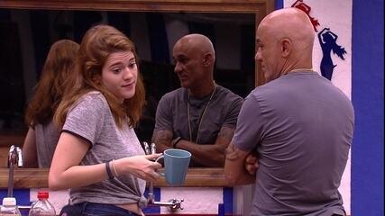Ayrton pergunta a Ana Clara: 'E se forem dois?'