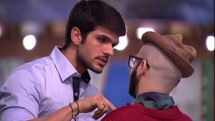 Lucas se declara a Mahmoud: 'Você é verdadeiro'
