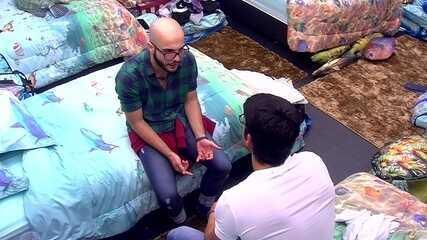 Mahmoud consola Lucas, mas afirma: 'Não vou tomar lados'