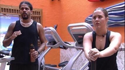 Viegas aconselha Patrícia: 'Não adianta se matar em um exercício'