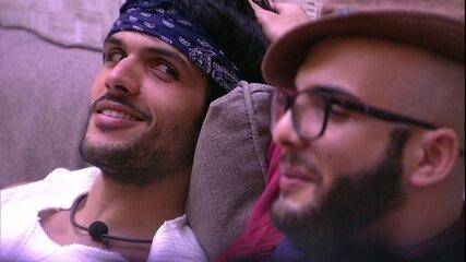 Mahmoud tranquiliza Lucas: 'Você não tentou cavar a cova de ninguém'