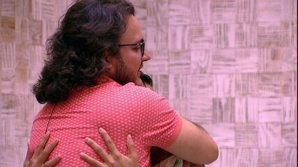Diego encerra conversa e diz a Gleici: 'Feliz Aniversário'