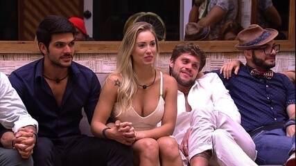 Diego e Lucas esperam a Eliminação de mãos dadas com Patrícia e Jéssica